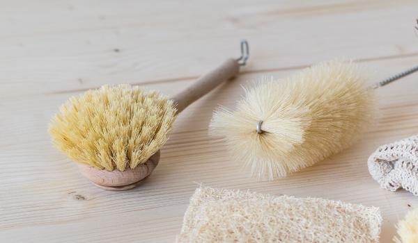 Cepillo de vajilla de madera